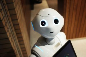 Friendly looking robot representing robo-advisors in the financial industry