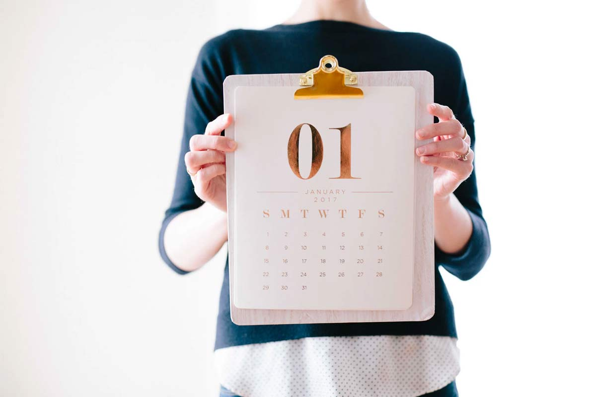 new year calendar as a reminder to set financial planning goals